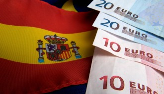 CR6CPY Spanish and EU flag and euro banknotes